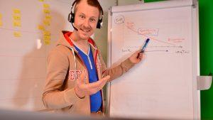 IPMA Level C Trainer Josua Schütz Projektleiter am Flipchart